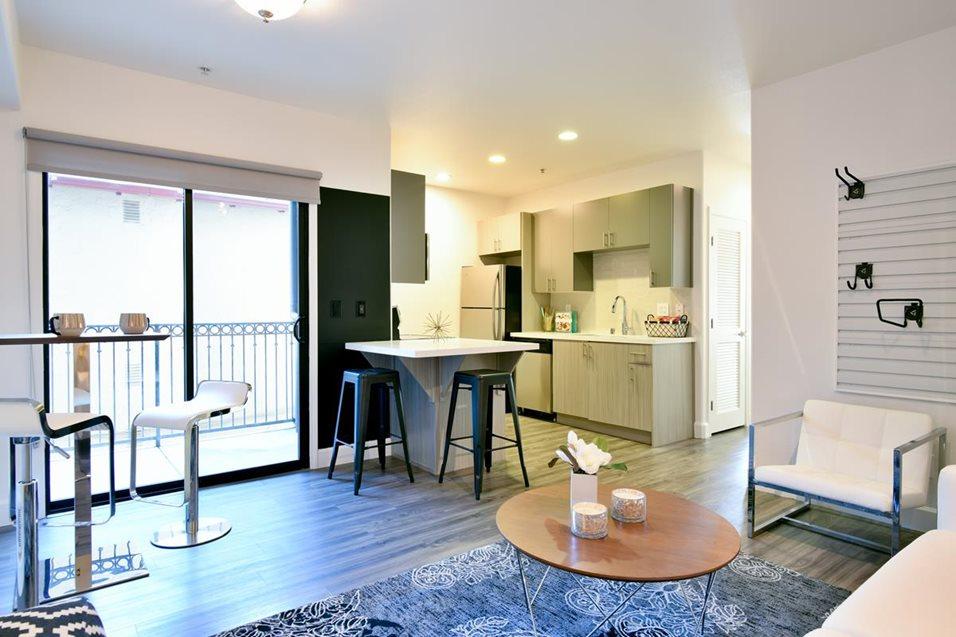 1122U Living Room